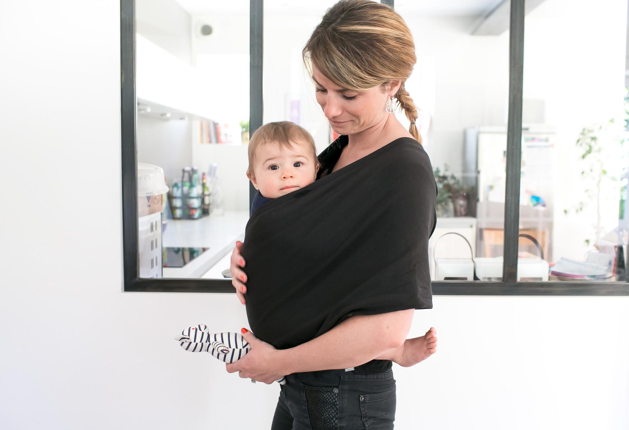 Porter son bébé   tout savoir sur l écharpe de portage 8ce20db0aa3